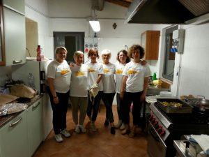 volontarie-in-cucina
