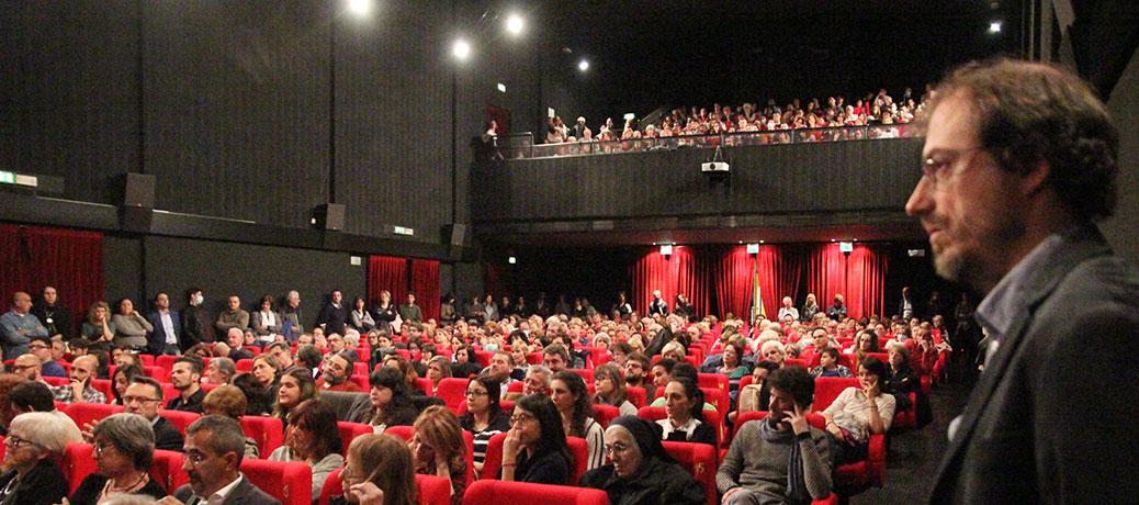 Sala gremita all'Astra per la prima del film sulla fibrosi cistica